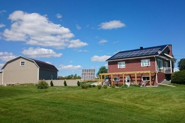 panneaux solaires produire son lectricit danielle. Black Bedroom Furniture Sets. Home Design Ideas