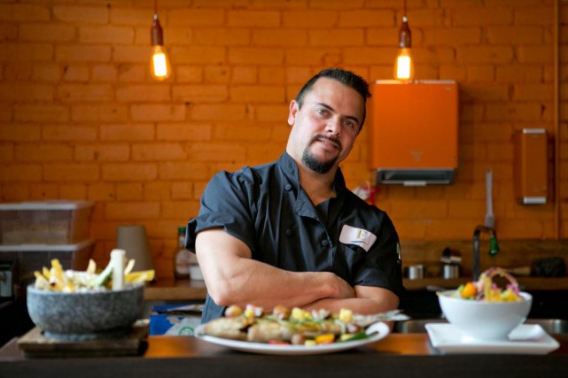 Le chef Carlos Flores du restaurant Emiliano's, qui... (PHOTO DAVID BOILY, archives LA PRESSE)