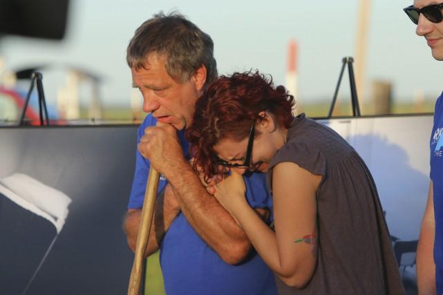 Un opposant à la peine de mort console... (PHOTO AP)