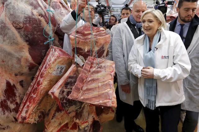 Marine Le Pen s'est rendue à Rungis, l'énorme... (AP, Charles Platiau)