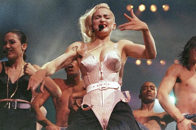 Madonna lors de la tournée Blond Ambition, au... (ARCHIVES AP)