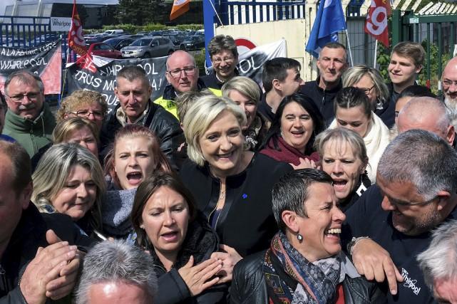 Marine Le Pen a pris un bain de... (AFP)