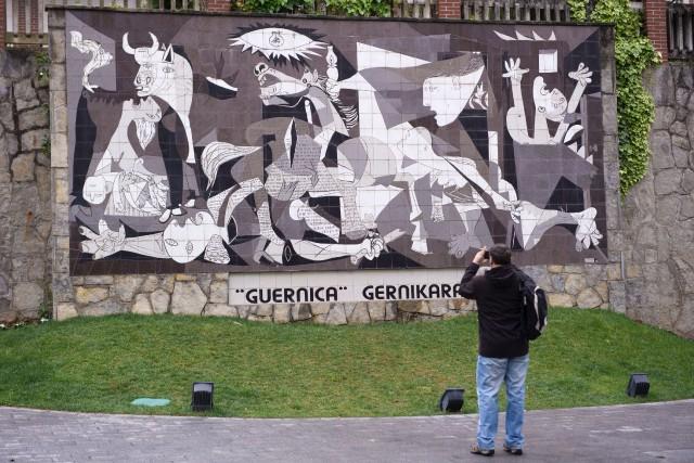 La tragédie inspira la célèbre toileGuernicade Pablo Picasso,... (PHOTO AFP)