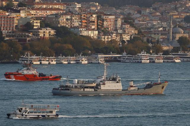 Le Liman (au centre) est un ancien navire... (REUTERS)