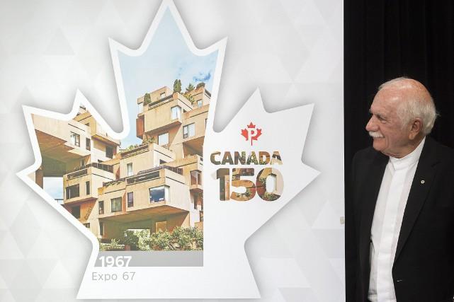 L'architecte d'Habitat 67 Moshe Safdie aux côtés du... (Photo Graham Hughes, La Presse Canadienne)