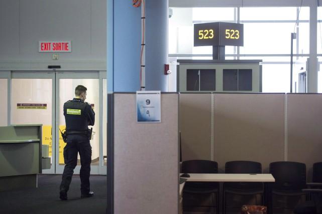 Les deux employés auraient contribué à l'importation de... (PHOTO ARCHIVES LA PRESSE CANADIENNE)