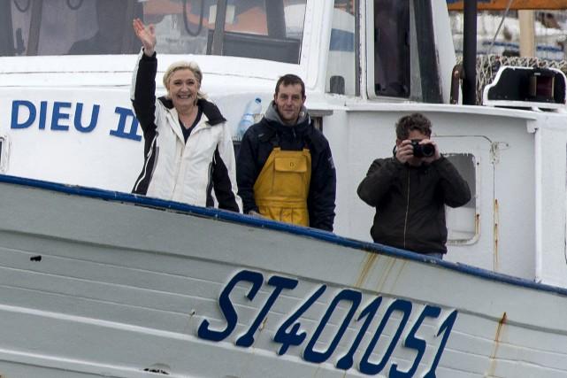 Marine Le Pen a navigué jeudi avec des... (AP, Jean-Paul Bonincontro)