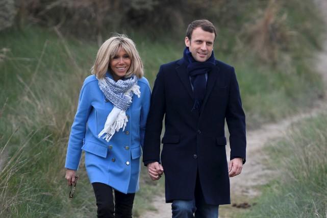 Brigitte et Emmanuel Macron... (AFP, Eric Feferberg)