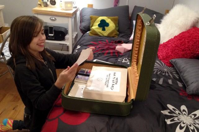 La fameuse valise verte a été mise en... (fournie)