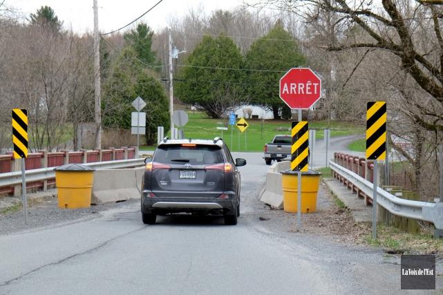 Le MTQ souhaite reconstruire le pont Rouge à... (Alain Dion, La Voix de l'Est)