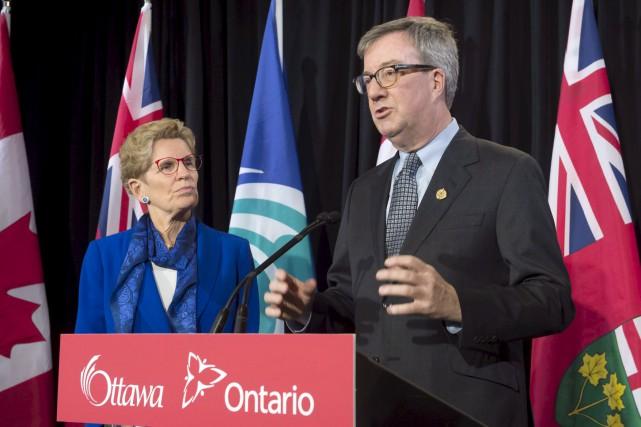 Le maire d'Ottawa, Jim Watson, est satisfait du... (Archives, La Presse canadienne)