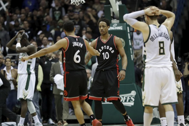 Les Raptors de Toronto ont battu Milwaukee 92-89,... (Morry Gash, Associated Press)