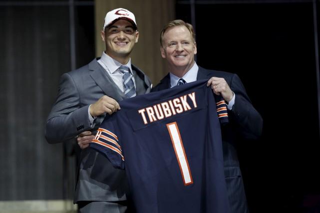 Certains analystes croyaient que les Bears allaient patienter... (AP, Matt Rourke)