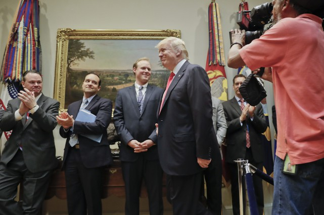 Sur la photo, Donald Trump à son arrivéedans... (Photo Pablo Martinez Monsivais, AP)