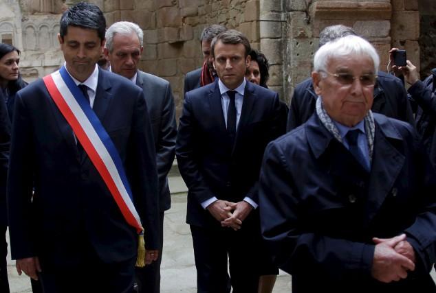 Emmanuel Macron était de passage à Oradour-sur-Glane, vendredi.... (AFP, PASCAL LACHENAUD)