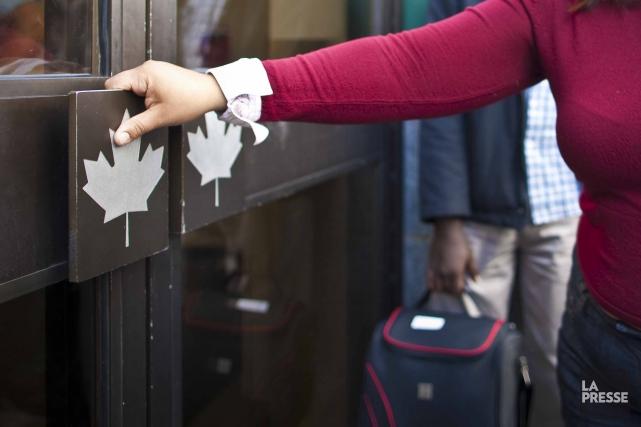 Le ministère fédéral de l'Immigration a aboli l'obligation pour les résidents... (PHOTO ANDRÉ PICHETTE, ARCHIVES LA PRESSE)