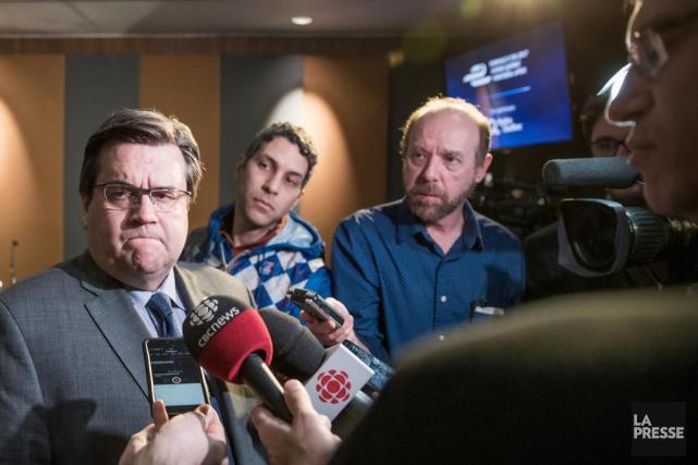 Sur la photo, la conférence de presse de... (PHOTO MARCO CAMPANOZZI, LA PRESSE)