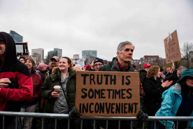 Des études-pilotes semblent confirmer que les gens éduqués... (Photo Ryan McBride, archives AFP)