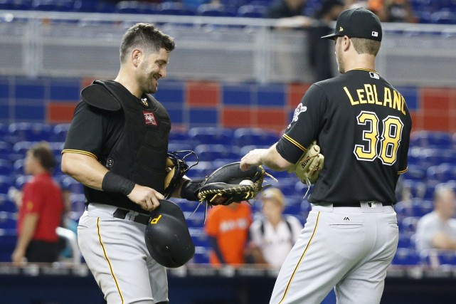 Le receveur Francisco Cervelli, et le lanceur Wade... (photo Wilfredo Lee, AP)