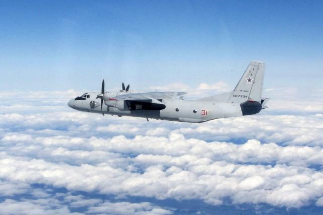 Un Antonov AN-26 de l'armée russe semblable à... (PHOTO TIRÉE DE WIKIPÉDIA)