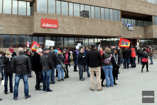 Une centaine de travailleurs de la fonction publique... (Le Quotidien, Rocket Lavoie)