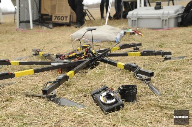 Certains drones des étudiants qui participent à la... (Le Quotidien, Gimmy Desbiens)