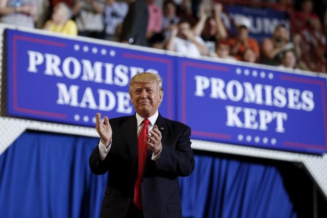 «Promesses faites. Promesses tenues», affichaient des pancartes lors... (AP, Carolyn Kaster)