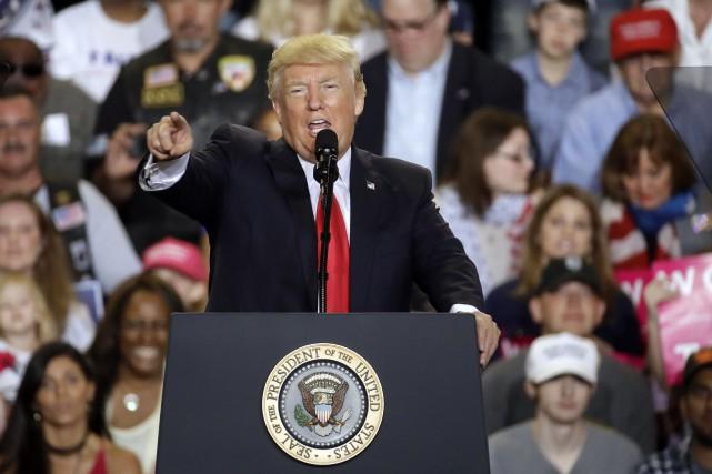 Le président Donald Trump a fêté samedises 100... (Photo Patrick Semansky, AP)