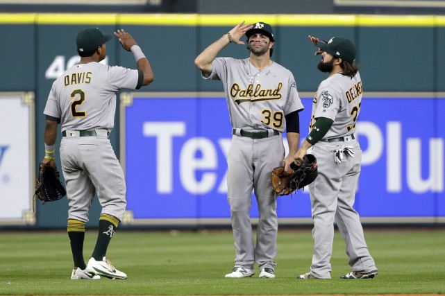 Le geste de la victoire de Khris Davis... (Photo David J. Phillip, AP)