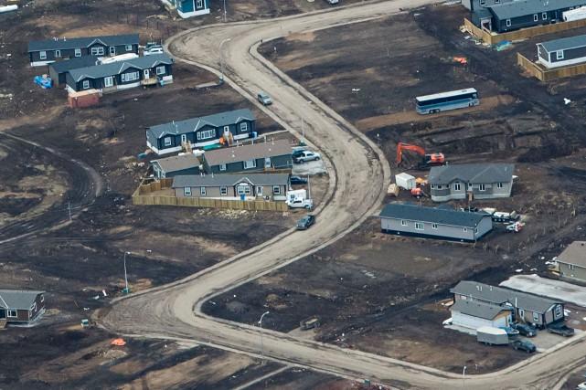 Un quartier dévasté de Fort McMurray photographié le... (AFP, Robyn Beck)