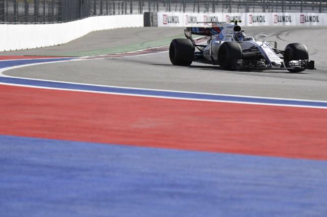 Stroll a amorcé la course en 11e place.... (AFP, Andrej Isakovic)