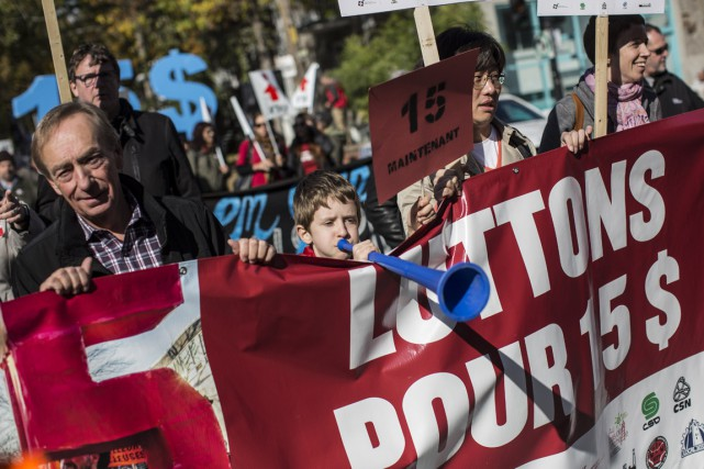 Une manifestation en faveur de l'augmentation du salaire... (Archives, La Presse)