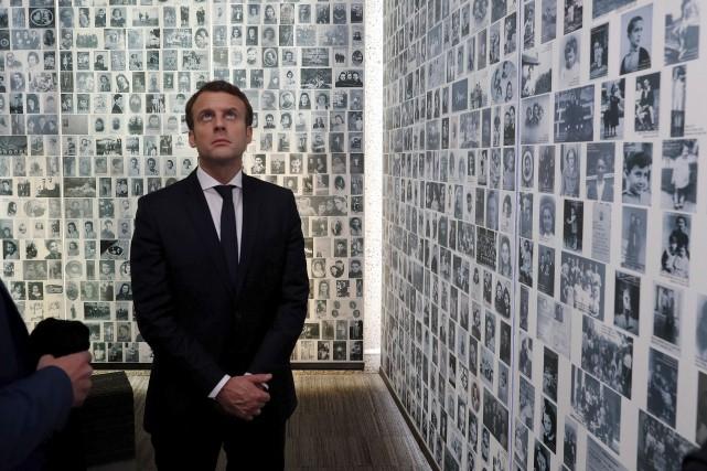 Le candidat Emmanuel Macron s'est rendu dimanche au... (AP, Philippe Wojazer)