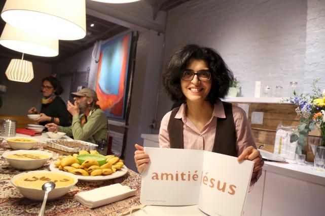Mana Rouholamini a lancé dimanche soir le livre... (Julie Catudal)