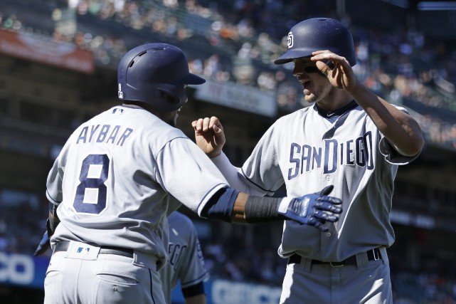 Wil Myers, est félicité par Erick Aybar (8)... (Photo Ben Margot, AP)