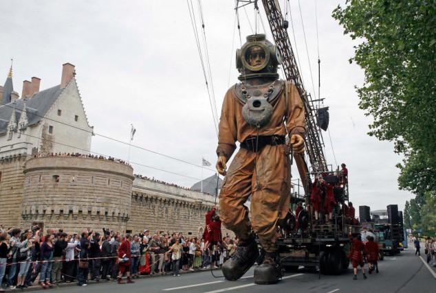 La troupe Royal de Luxe a créé de... (Photo Pascal Victor, fournie par ArtComArt)