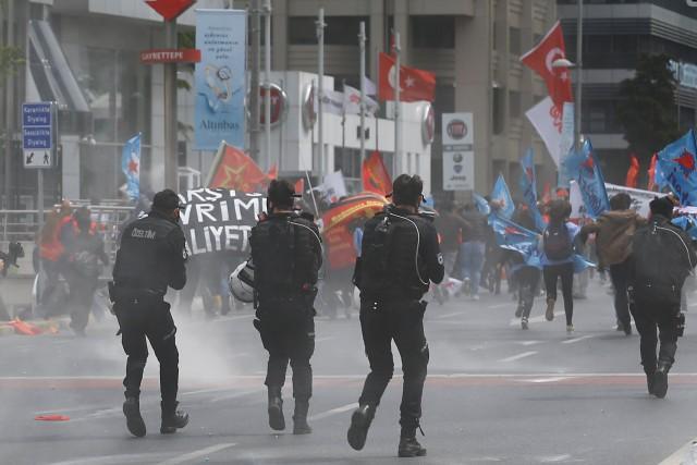 Plus de 30 000 policiers ont été déployés... (REUTERS)