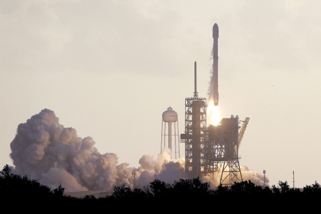 La fusée Falcon 9.... (Photo archives Associated Press)
