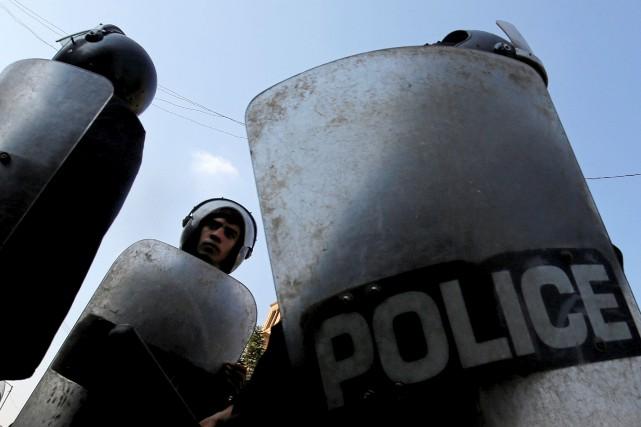 Le convoi policier traversait un rond-point croisant la... (Photo Amr Abdallah Dalsh, REUTERS)