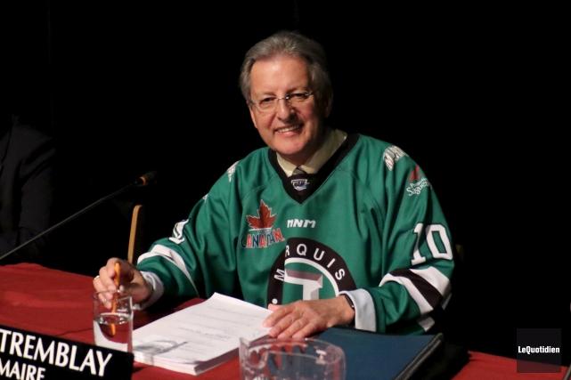 Le maire de Saguenay, Jean Tremblay, arborait fièrement... (Photo Le Quotidien, Yohann Gasse)