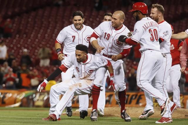 Billy Hamilton et les autres joueurs des Reds... (Photo John Minchillo, AP)