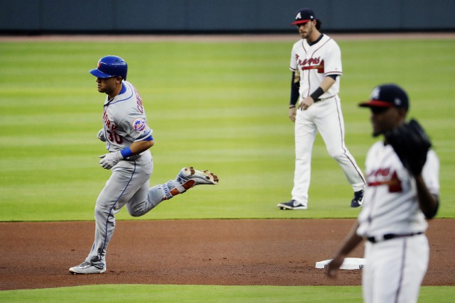 Michael Conforto fait le tour des buts.... (Photo David Goldman, AP)