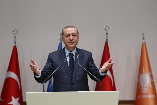 Le président turc Recep Tayyip Erdoganavait officiellement coupé... (PHOTO REUTERS)