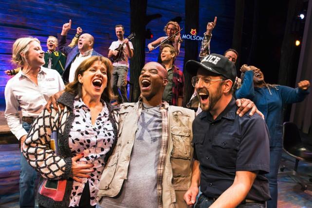 La distribution de la comédie musicale Come From... (PHOTO ARCHIVES LA PRESSE CANADIENNE)