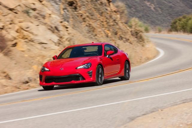 Mëme gueule, même moteur, mais suspension différente, équipement... (PHOTO Toyota)