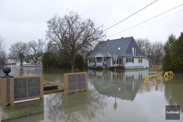 Surveillance de la crue des eaux partout en... (Benoit Sabourin, Le Droit)