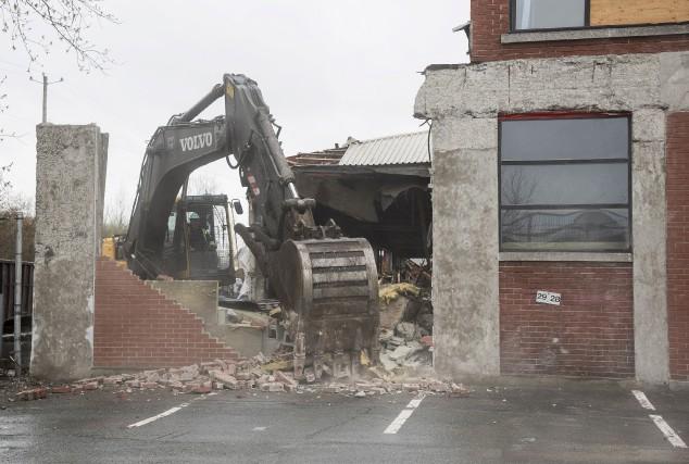 Les travaux de démolition de deux bâtiments du... (Spectre Média, Frédéric Côté)