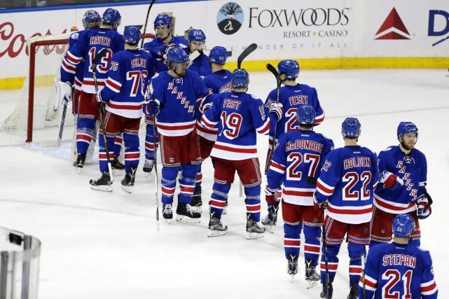 Les Rangers tirent de l'arrière 2-1 dans la... (Frank Franklin II, AP)