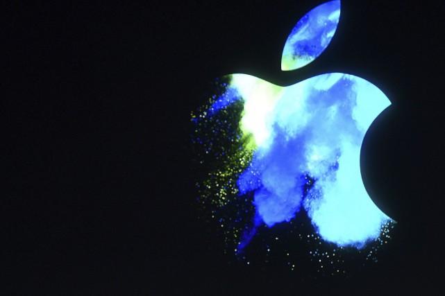 Selon ses résultats trimestriels publiés mardi soir, Apple... (AFP, Josh Edelson)