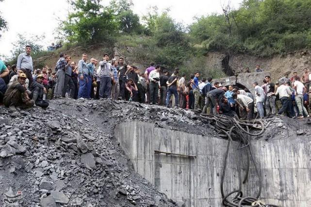 L'espoir de retrouver vivants neuf mineurs pris au piège dans une mine de... (PHOTO REUTERS)